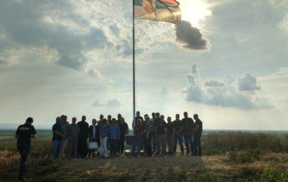 Spomen ploča srpskim vojnicima na Bregu