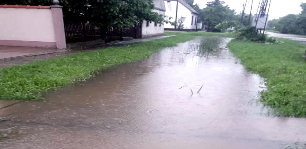 titel rit poplavljena ulica