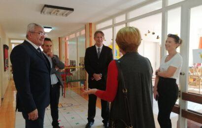 Načelnik školske uprave Novi Sad Jovan Vukčević posetio PU Plavi čuperak